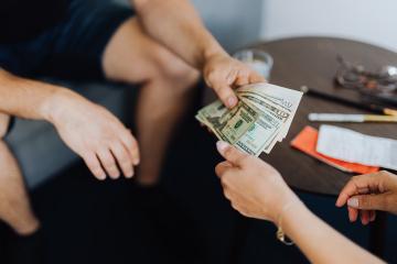 Consejos para evitar discusiones por dinero con la pareja