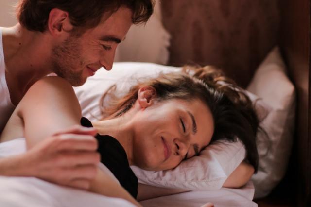 Avantages de dormir avec votre partenaire