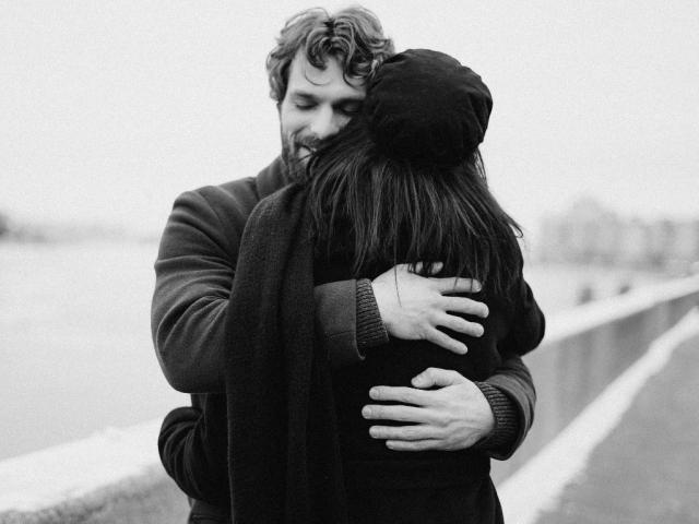 Señales para saber si tu ex pareja todavía te quiere